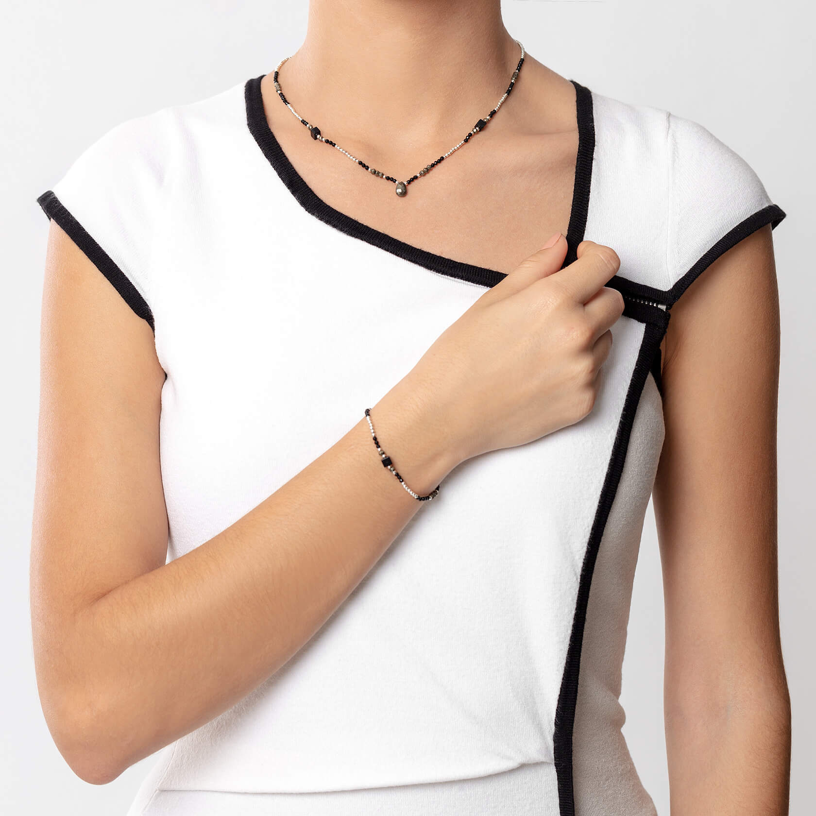 black onyc short necklace