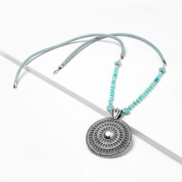 collar largo amazonita combinado con cuero cora