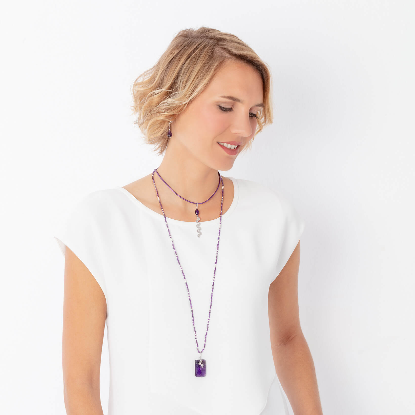 Long necklace of amethyst