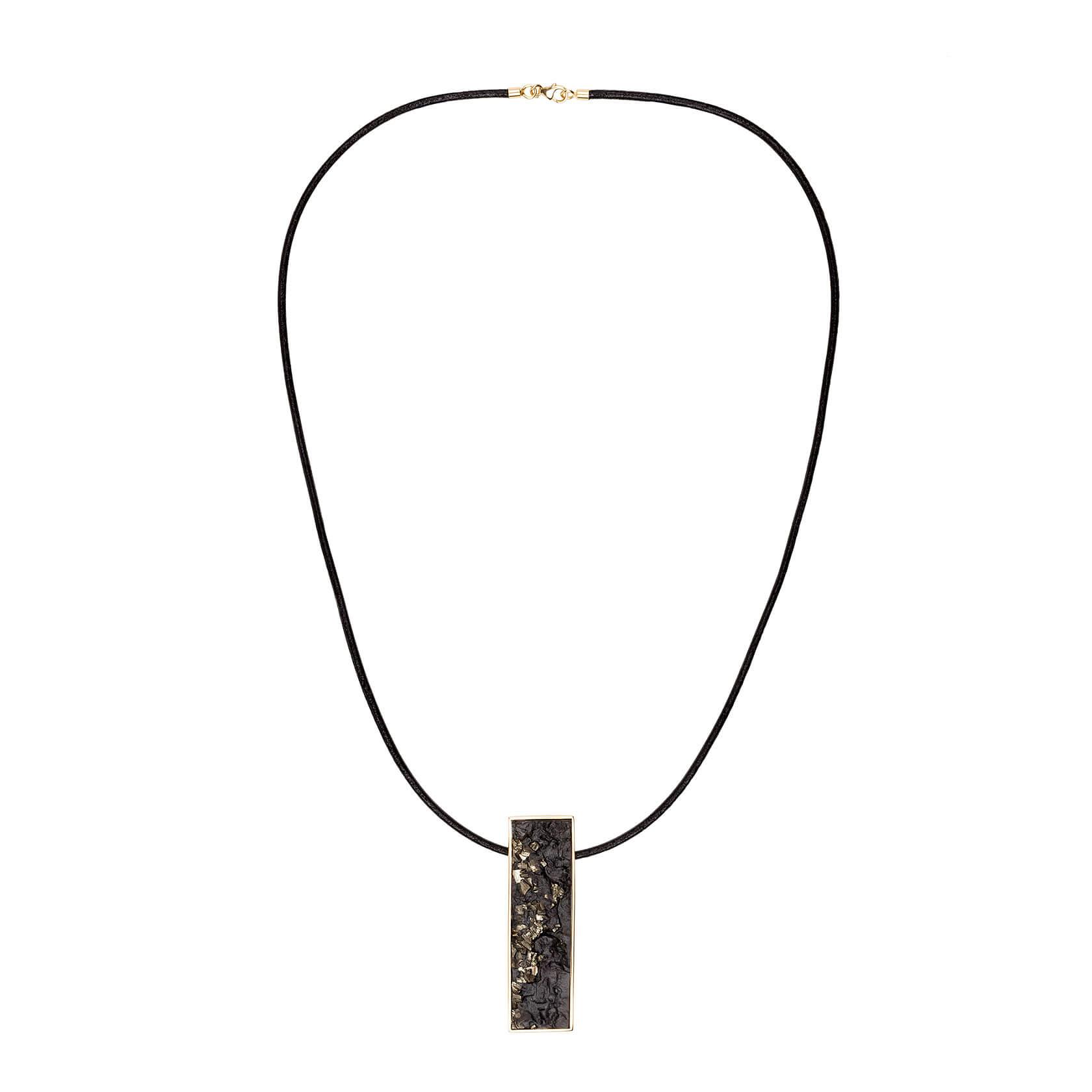 Essential jet pendant